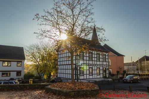 Dorfplatz Oberbachem im Oktober 2015